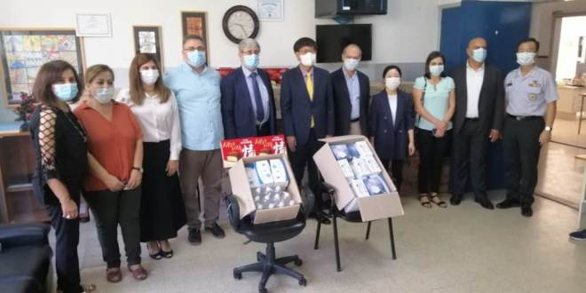 وزير التربية تسلم من سفير كوريا الجنوبية هبة عينية شملت مواد غذائية ومستلزمات طبية وقائية وطلب منه توفير تجهيزات مدرسية