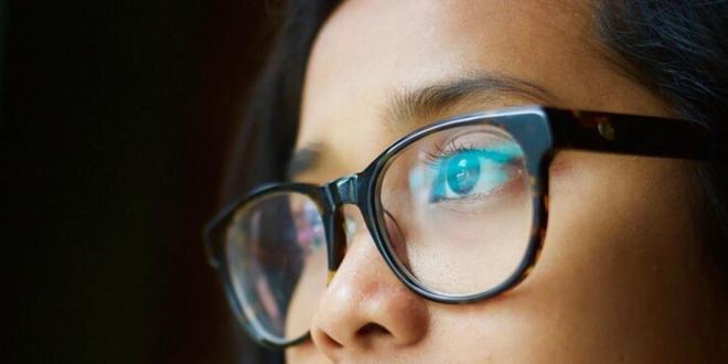 """هل يقلل ارتداء النظارات من خطر الإصابة بـ""""كورونا""""؟"""