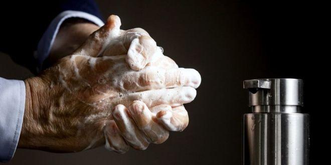 هل غسل اليدين بدون صابون عديم الفائدة تماما؟