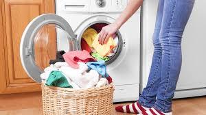 غسل الملابس يطلق 175 ألف طن من الألياف الاصطناعية على الأرض كل عام