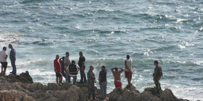 جثة على شاطئ العريضة نقلها الدفاع المدني إلى مستشفى الراسي