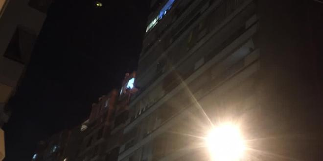 حريق بمبنى في زقاق البلاط (صور وفيديو)