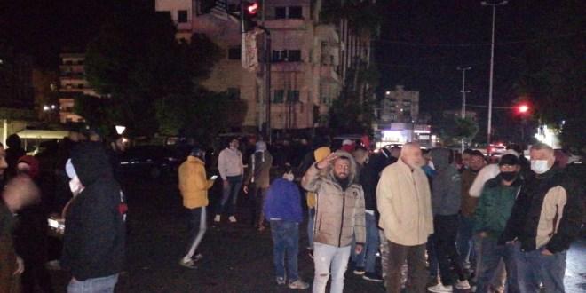 تجمع لحراك صيدا عند تقاطع ايليا ومسيرة في شوارع المدينة تضامنا مع محتجي طرابلس