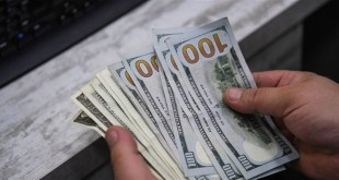 مع استمرار الإقفال العام.. هكذا افتتح الدولار في السوق الموازية