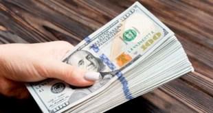 """الدولار """"يحلّق"""" مجدداً في السوق الموازية.. إليكم سعره مساء اليوم"""