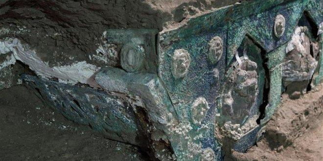 العثور على عربة أثرية دفنها انفجار بركاني قرب مدينة بومبي الإيطالية