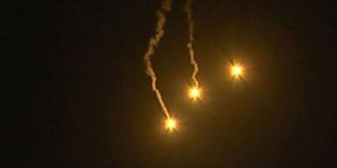 العدو الاسرائيلي القى قنابل مضيئة مقابل ميس الجبل