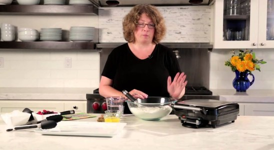 4-Slice Belgian Waffle Maker Demo Video (WAF-150)