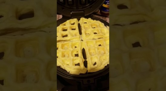 How to Make Egg Fast Keto Waffles Without Making a Mess