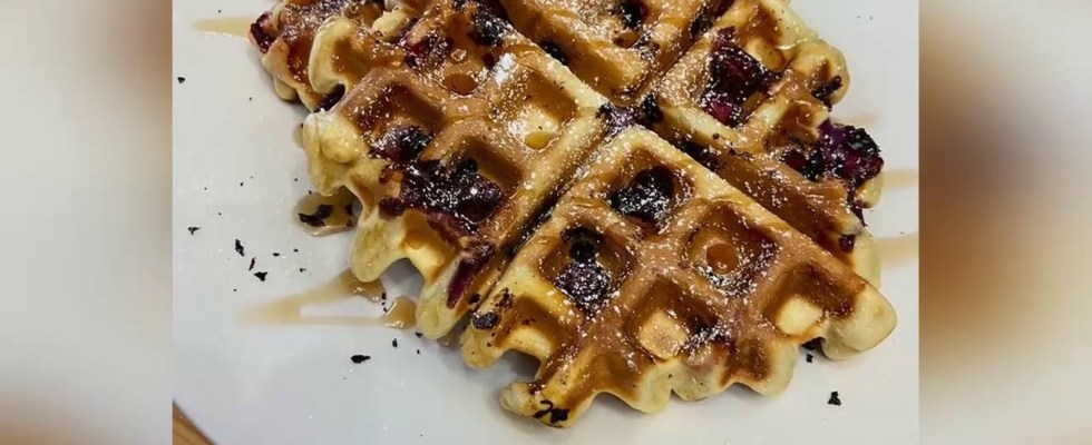 Recipe: Appetizing Strawberry & Blueberry Waffles
