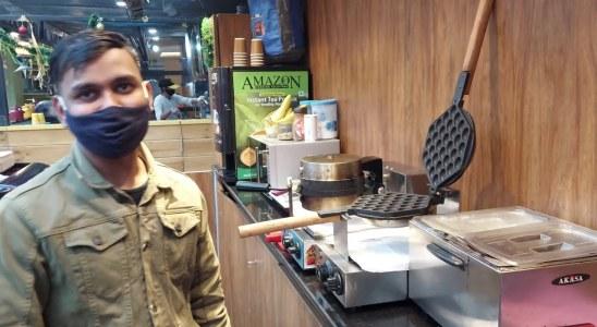 Da Waffle At Ambience Mall | Waffle Recipe - Eggless Waffles | NO EGG Waffles |