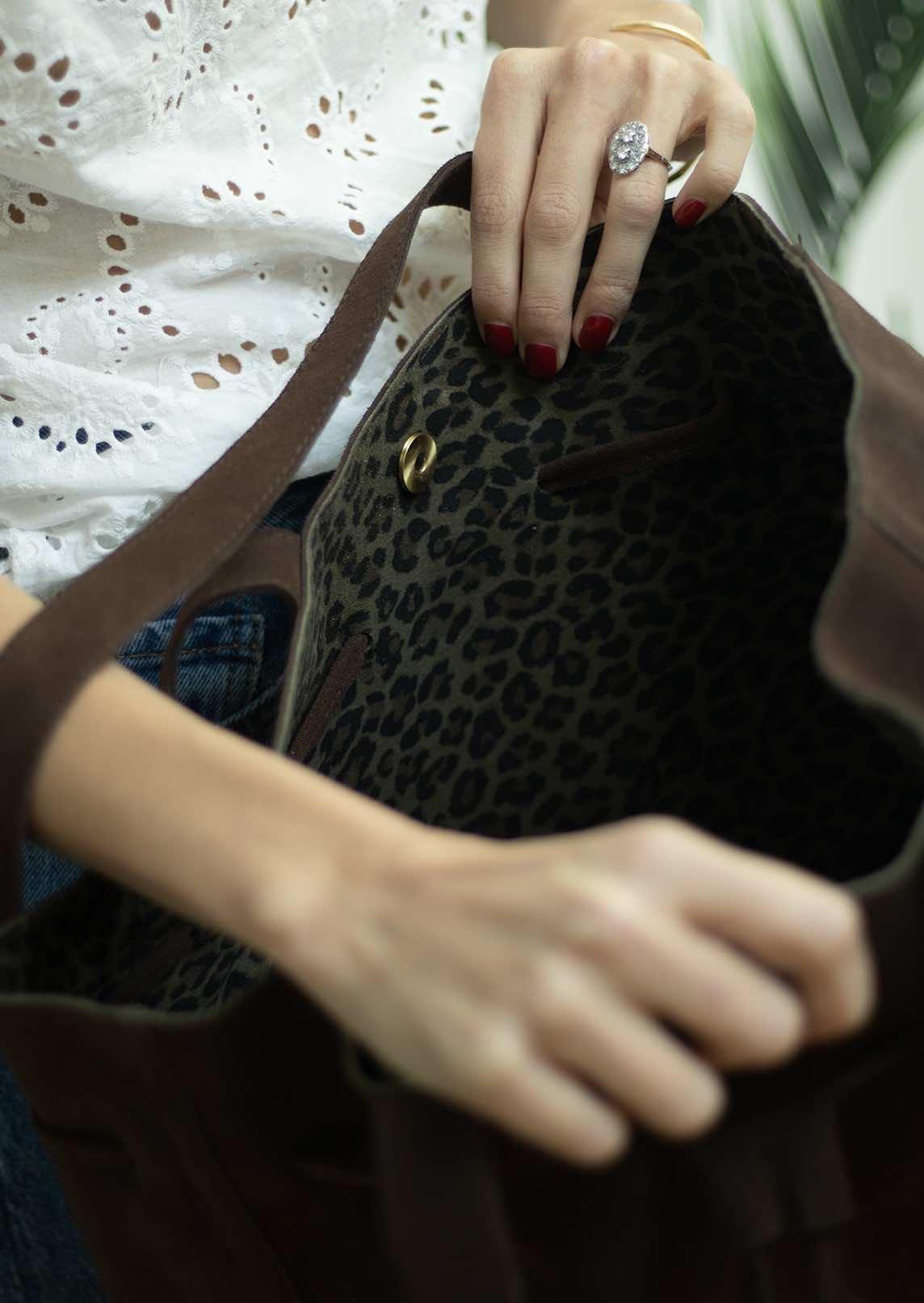 Grand sac Apolline daim marron intérieur léopard