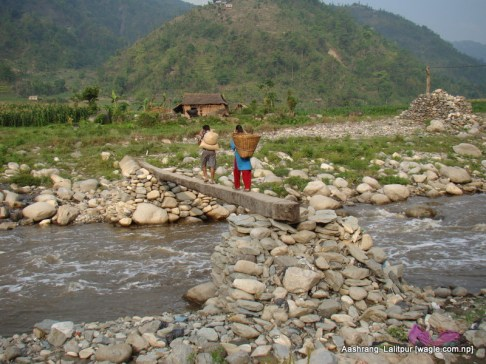 This is a makeshift bridge put up there by locals who have to go to their fields on the other side of Bagmati river. Bagmati changed its course in 2059 to come to the present place. This change meant some land was pushed on the Makwanpur side.