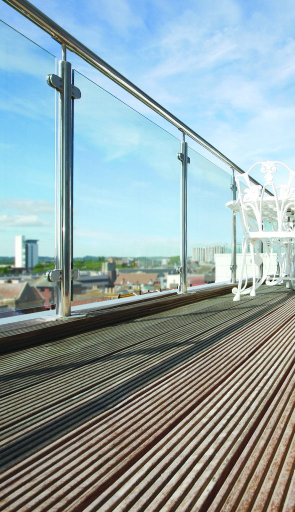 and cons of glass railings for decks