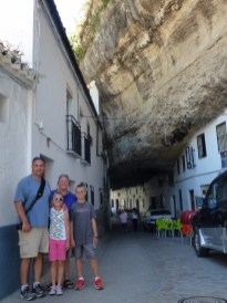 Setenil de las Bodegas - The town under the rocks