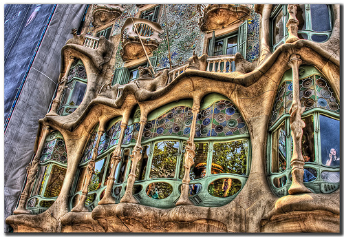 Barcelona Casa Batlló - If you are planning a visit to Barcelona with kids, we provide you with some fun things to do, places to stay as well as tips and tricks. Read more on WagonersAbroad.com