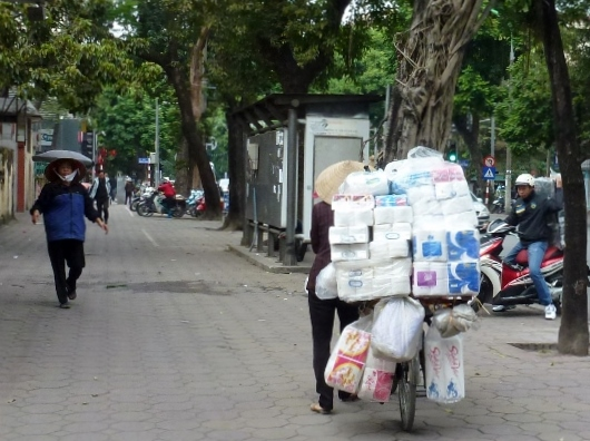 Scooting Around Hanoi (9)