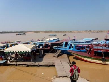 Tara Riverboat Floating Villages (1)