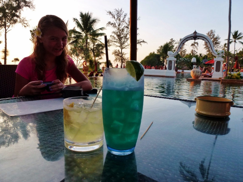 Happy Hour Marriott's Phuket Beach Club