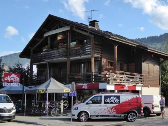 Downhill-mountain-bike-Alpine-Sports-Morzine-(1)-(640x480)