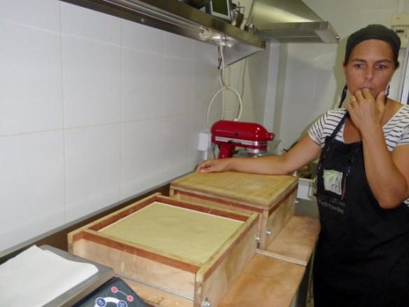 naturalmente-mediterraneo-Jennifer-showing-us-the-soap-molds