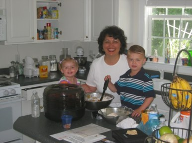 Anya-cooking-with-Grandma-and-Lars