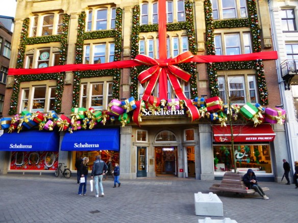 An amazing itinerary for an Amsterdam Christmas with teens. We promise an interesting and fun experience for everyone, even if you don't have kids! Read more on WagonersAbroad.com