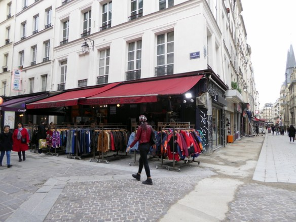 Vintage clothing shops in Paris