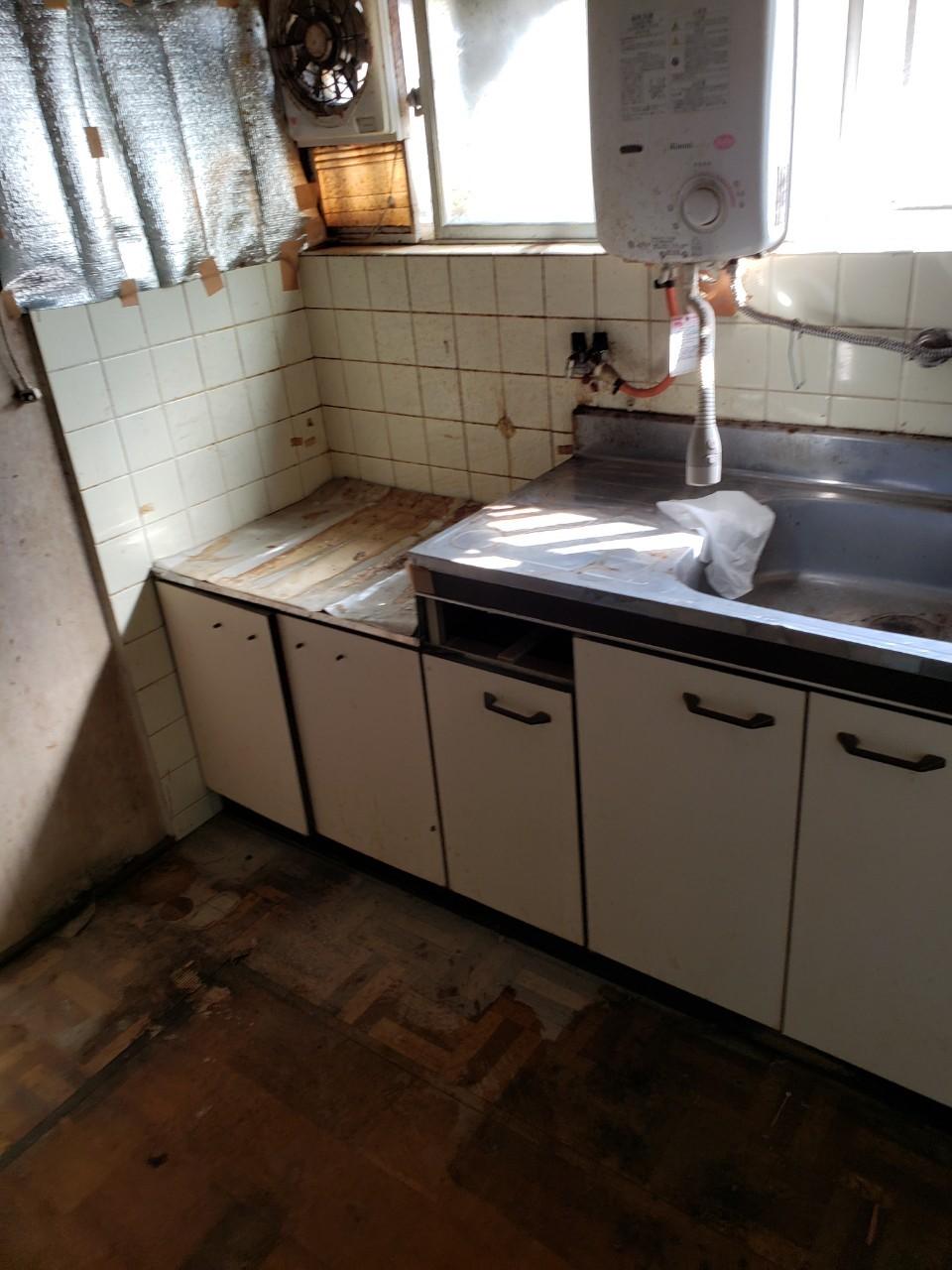撤去後のキッチン