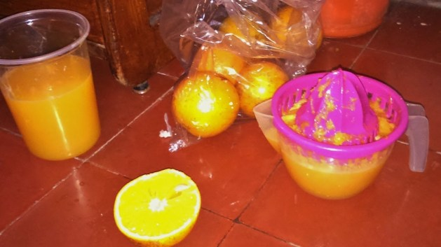 keep it simple: preparing my orange juice breakfast with a squeezer during traveling