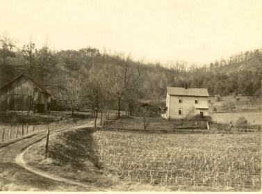farm-house-with-drive