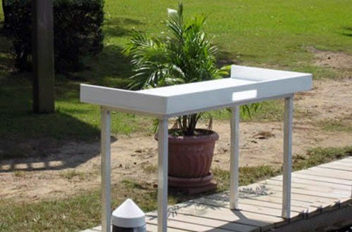 fish table on wahoo aluminum dock with composite decking 2