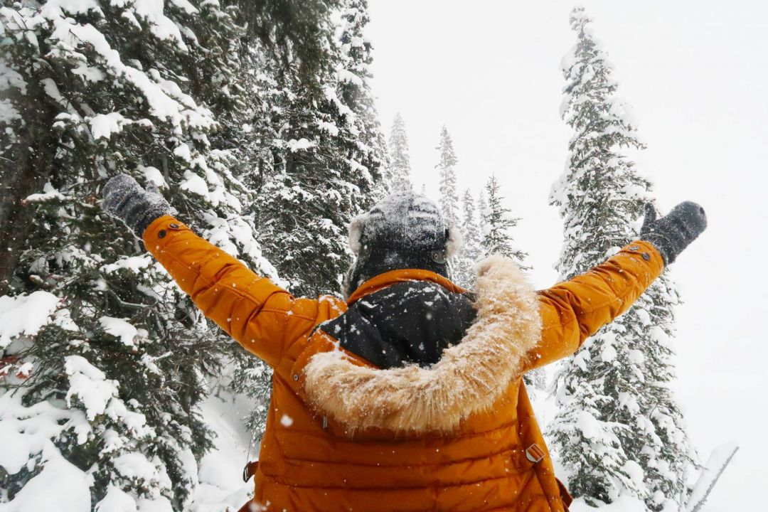 Canadian Travel Blogger Jonathan Waiching Ho_Visit Lake Louise_What To See in Banff_Explore Canada_Style Influencer Canada_Dressing Warm For The Snow Days_Mensfashion Canada_18