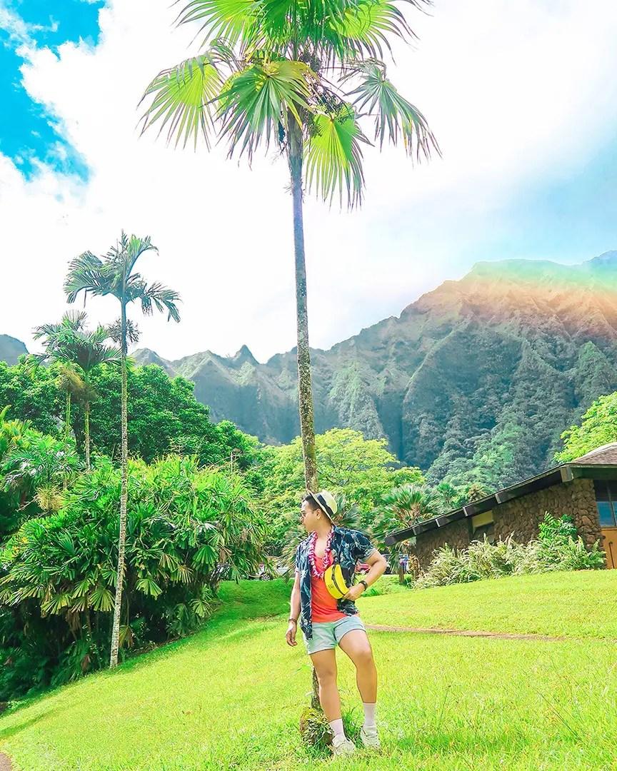 Travel Blog Canada_Floral Fashion_Looking for Influencers Canada_Jonathan Waiching Ho_Summer fashion men Canada Social Media Influencer Visiting Hawaii Travel Blog Oahu