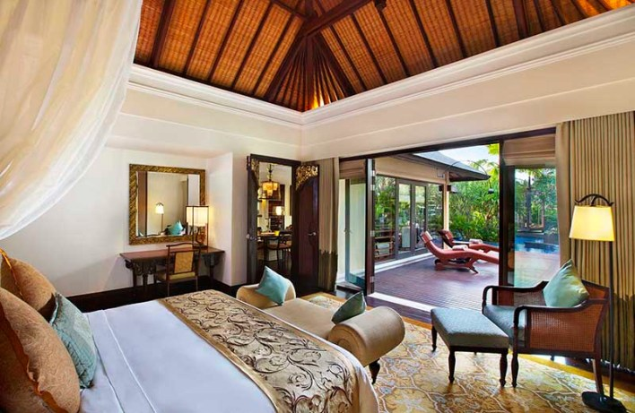 The-St-Regis-Bali-Lagoon-Villa-Bedroom