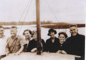 Easter 1935 - Uncle Pip,Bill Boucher,Cuts,Mrs Boucher,Aunty VE,Dulcie,Bob