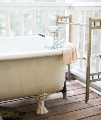 Vintage bathtub in Athens, GA | Waiting on Martha