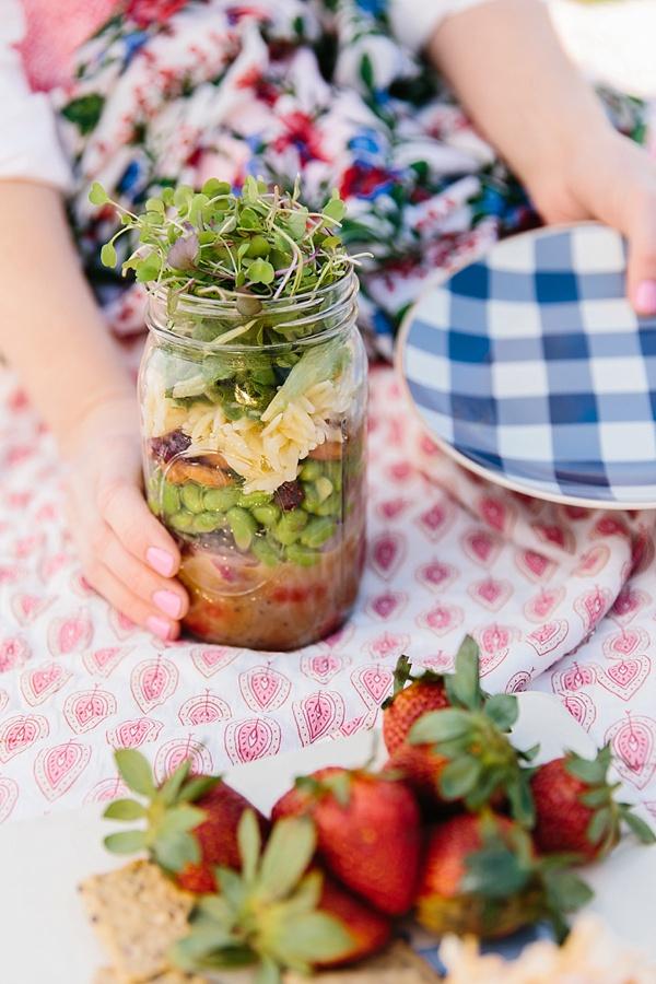 How to make mason jar salads for a picnic, waitingonmartha.com