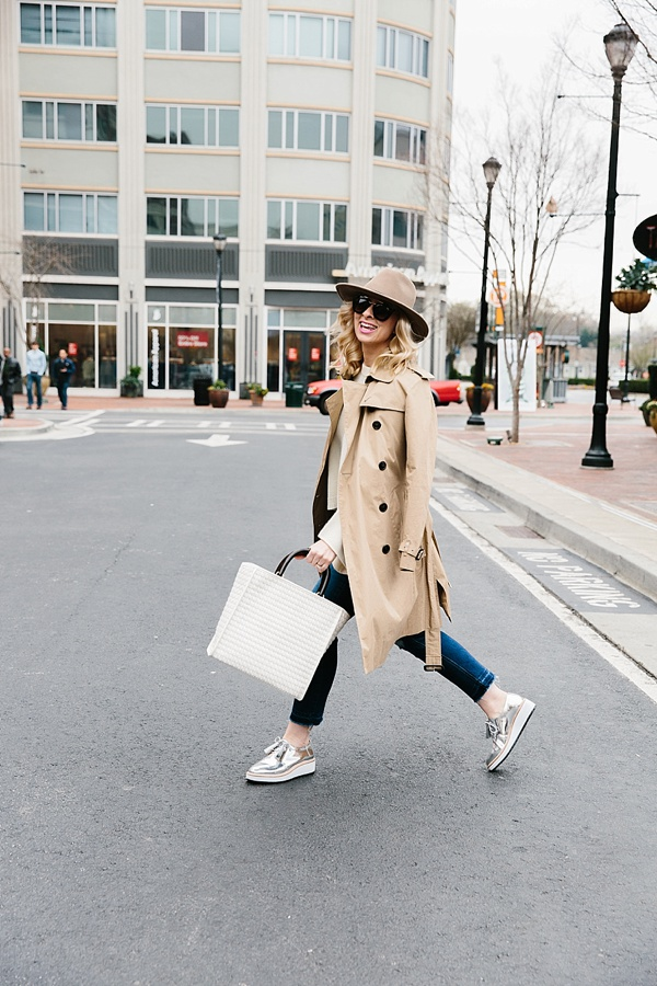 The best spring travel outfit on waitingonmartha.com