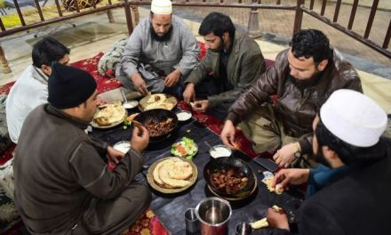 Pakistan: BBQ Restaurant Features Great Grill & Hash Smoking Experience
