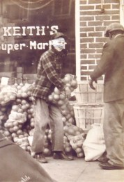 Keith's Grocery, 1942