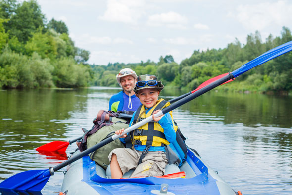 father-son-kayaking-GettyImages-478433120