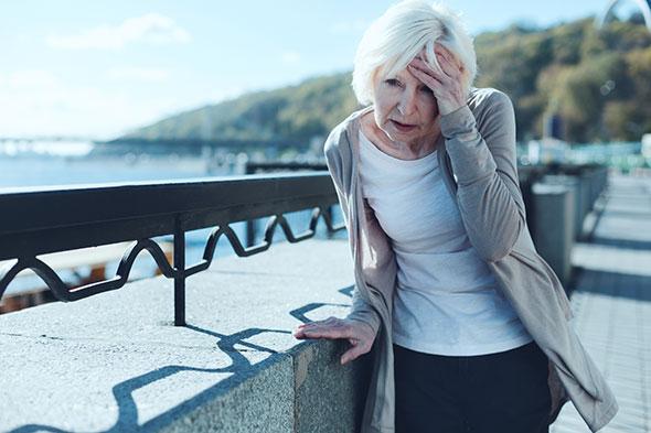 vertigo-older-woman-outdoors-GettyImages-936488050