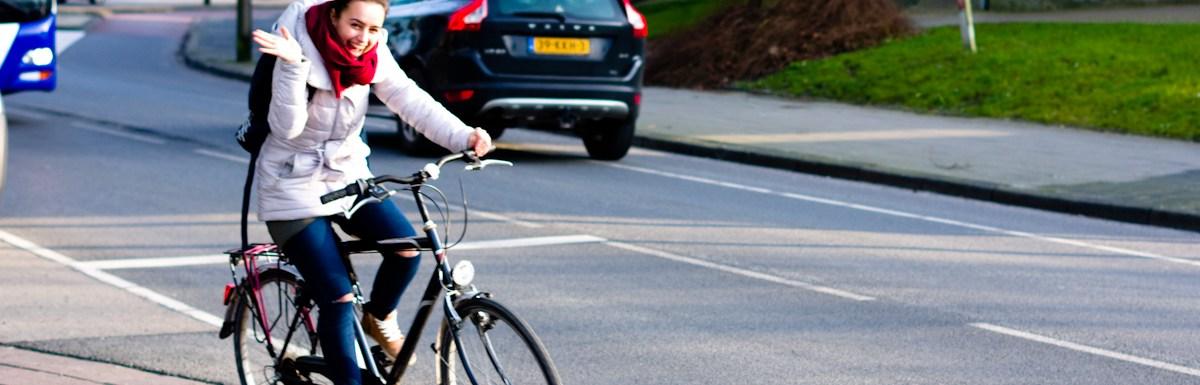 Jeffrey Wakanno straat fotografie meisje op fiets in leeuwarden
