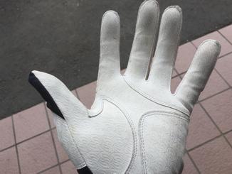 正しいバッティング手袋のサイズの選び方