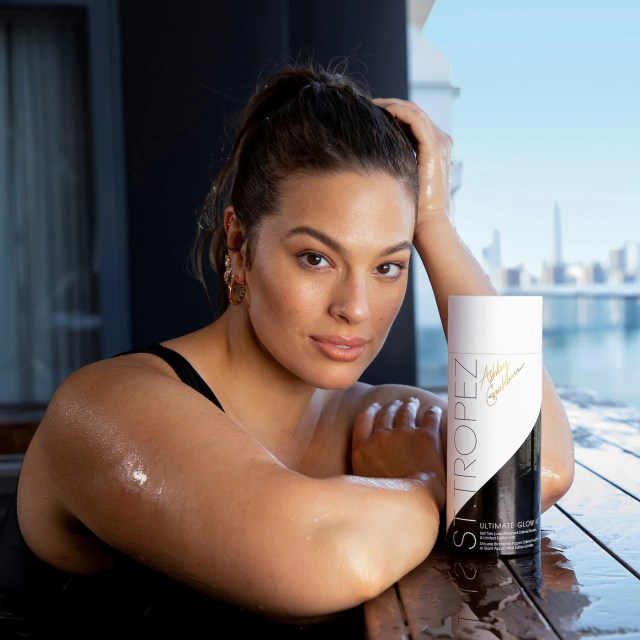 Ashley Graham posing poolside with her St Tropez glow kit