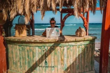 digital-nomad-freedom-business-12