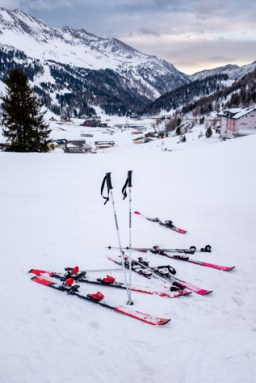 outdoor-gear-ski-2