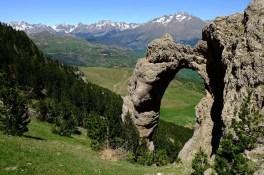 pyrenees-1763737_640