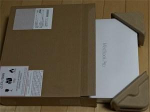 アップル製品がダンボールに梱包されて送られて来ました。